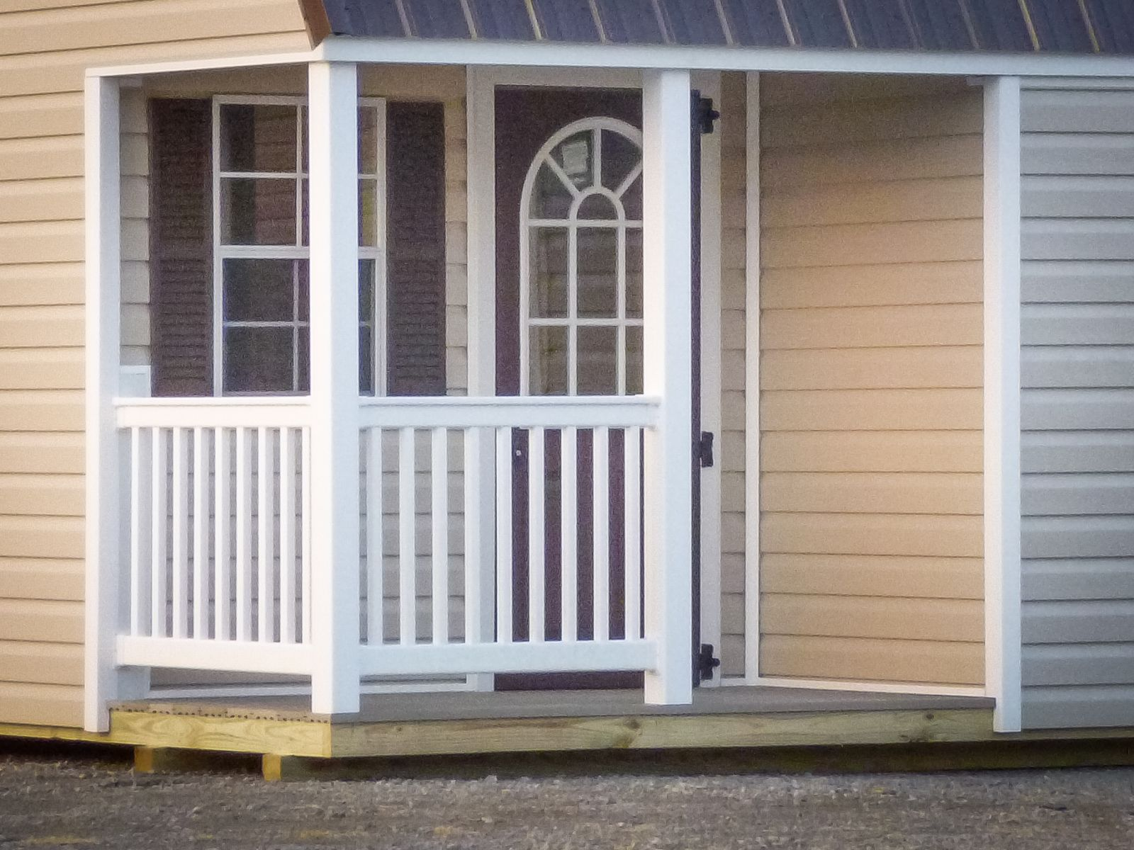 Corner porch option on a portable cabin in Kentucky