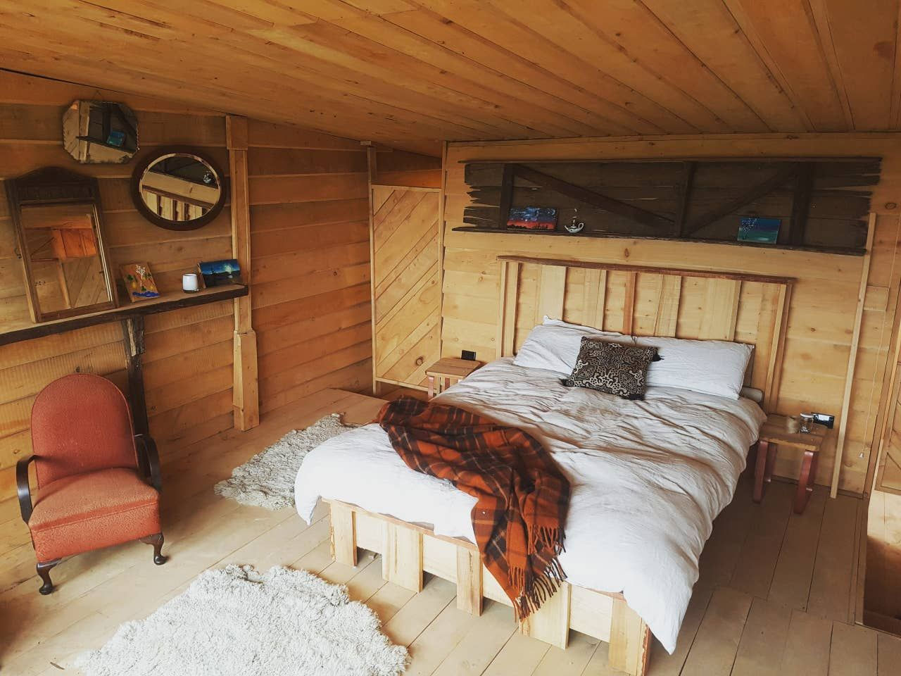 Example of living in a rustic shed