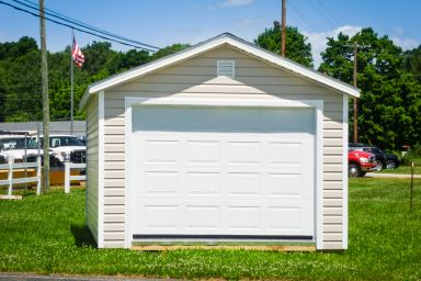 A garage shed in Tennessee with vinyl siding