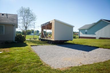 A modular garage in Kentucky being delivered